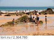 Купить «Дети играют на берегу океана. Сантандер», фото № 2364780, снято 25 июня 2009 г. (c) Elena Monakhova / Фотобанк Лори