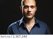 Купить «Портрет мужчины на черном фоне», фото № 2367244, снято 13 февраля 2011 г. (c) Podvysotskiy Roman / Фотобанк Лори