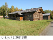 Купить «Дом в деревне», фото № 2368888, снято 6 сентября 2009 г. (c) Шемякин Евгений / Фотобанк Лори