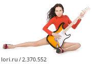 Сексуальная молодая женщина позирует с гитарой на белом фоне. Стоковое фото, фотограф Курганов Александр / Фотобанк Лори