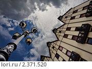 Купить «Фонарный столб у фахверкового дома», фото № 2371520, снято 1 июля 2010 г. (c) Артём Сапегин / Фотобанк Лори