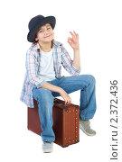 Купить «Мальчик в шляпе сидит на чемодане», фото № 2372436, снято 20 марта 2009 г. (c) Ольга Красавина / Фотобанк Лори