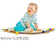 Маленький мальчик рисует красками. Стоковое фото, фотограф Сергей Коршенюк / Фотобанк Лори