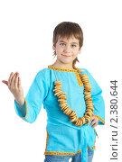 Купить «Мальчик в русской национальной рубашке со связкой сушек», фото № 2380644, снято 20 марта 2009 г. (c) Ольга Красавина / Фотобанк Лори
