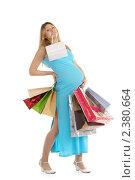 Купить «Усталая беременная женщина с покупками», фото № 2380664, снято 19 августа 2018 г. (c) Заметалов Андрей / Фотобанк Лори