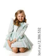 Купить «Маленькая девочка сидит на полу», фото № 2386532, снято 24 апреля 2009 г. (c) Ольга Сапегина / Фотобанк Лори