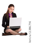 Купить «Брюнетка в черном костюме с ноутбуком», фото № 2386716, снято 19 августа 2018 г. (c) Corwin / Фотобанк Лори