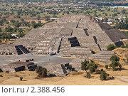 Купить «Пирамида Луны, древний город Теотиуакан близ Мехико», фото № 2388456, снято 7 декабря 2008 г. (c) Дмитрий Рухленко / Фотобанк Лори