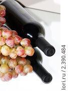 Вино с виноградом с отражением. Стоковое фото, фотограф Наталья Иванова / Фотобанк Лори