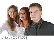 Купить «Мальчик и две девочки стоят в ряд», фото № 2391332, снято 12 февраля 2011 г. (c) Oleg Ivanenko / Фотобанк Лори