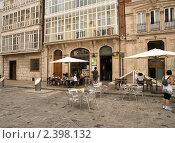 Купить «Уличное кафе на площади около собора Богоматери в Бургосе», фото № 2398132, снято 27 июня 2009 г. (c) Elena Monakhova / Фотобанк Лори