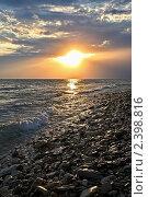 Купить «Вечер на диком пляже в Вишнёвке», фото № 2398816, снято 13 сентября 2010 г. (c) Владимир Сергеев / Фотобанк Лори