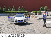 Купить «Милицейская машина с открытыми дверями на Красной площади», эксклюзивное фото № 2399324, снято 21 мая 2010 г. (c) Алёшина Оксана / Фотобанк Лори
