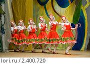 Купить «Русский народный танец», фото № 2400720, снято 3 апреля 2010 г. (c) Александр Подшивалов / Фотобанк Лори