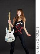 Купить «Девушка с гитарой», эксклюзивное фото № 2409248, снято 10 марта 2011 г. (c) Яна Королёва / Фотобанк Лори