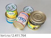 Купить «Консервы на столе», фото № 2411764, снято 11 марта 2011 г. (c) Куликова Татьяна / Фотобанк Лори
