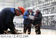 Купить «Рабочие на заводе», фото № 2412244, снято 10 марта 2011 г. (c) Виктор Филиппович Погонцев / Фотобанк Лори