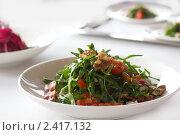 Руккола салат с беконом и черри. Стоковое фото, фотограф Ольга Дудина / Фотобанк Лори