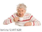 Купить «Пожилая женщина с чашкой», фото № 2417620, снято 6 марта 2011 г. (c) Воронин Владимир Сергеевич / Фотобанк Лори