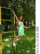 Купить «Здоровый образ жизни - спортивная гимнастика на улице», фото № 2423388, снято 6 августа 2009 г. (c) Олег Тыщенко / Фотобанк Лори