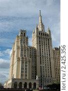 Купить «Сталинская высотка на Баррикадной», фото № 2425356, снято 16 сентября 2005 г. (c) Юлий Шик / Фотобанк Лори