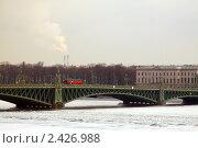 Мост через замерзшую реку. Городской пейзаж. Стоковое фото, фотограф Roman Firsov / Фотобанк Лори