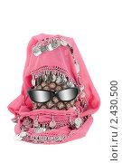 Купить «Ананас, очки и монисто, похожие на человеческую голову», фото № 2430500, снято 23 ноября 2019 г. (c) AlphaBravo / Фотобанк Лори