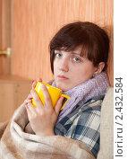 Купить «Больная девушка пьет горячий чай», фото № 2432584, снято 23 марта 2011 г. (c) Яков Филимонов / Фотобанк Лори