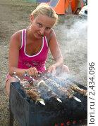 Купить «Девушка жарит шашлык на мангале», фото № 2434096, снято 25 июля 2010 г. (c) Светлана Кузнецова / Фотобанк Лори