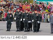 Отряд спецназа на параде 9 мая.  Ханты-мансийск 2010. Редакционное фото, фотограф Александр Овчаров / Фотобанк Лори