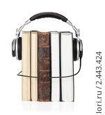 Концептуальное изображение аудио-книги. Изолировано на белом фоне. Стоковое фото, фотограф Алексей Климков / Фотобанк Лори