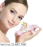 Купить «Красивая молодая девушка с лилией», фото № 2447768, снято 23 марта 2011 г. (c) Валуа Виталий / Фотобанк Лори