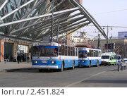 Купить «Конечная стоянка троллейбусов около Киевского вокзала. Москва», эксклюзивное фото № 2451824, снято 28 марта 2011 г. (c) lana1501 / Фотобанк Лори