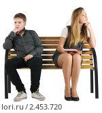 Купить «Мальчик и девочка сидят на лавочке и не смотрят друг на друга», фото № 2453720, снято 23 ноября 2017 г. (c) Oleg Ivanenko / Фотобанк Лори
