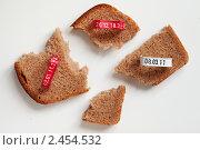 Купить «Кусочки хлеба», фото № 2454532, снято 13 марта 2011 г. (c) AlphaBravo / Фотобанк Лори