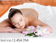 Купить «Женщина  расслабляется в спа-салоне», фото № 2454704, снято 24 марта 2011 г. (c) Валуа Виталий / Фотобанк Лори