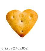 Купить «Печенье в форме сердечка, изолированно», фото № 2455852, снято 7 апреля 2011 г. (c) Egorius / Фотобанк Лори