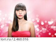 Симпатичная девушка на красном фоне. Стоковое фото, фотограф Наталья Иванова / Фотобанк Лори