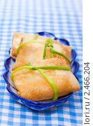 Купить «Русские блины с начинкой в виде конвертиков», фото № 2466204, снято 6 апреля 2011 г. (c) ElenArt / Фотобанк Лори