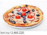 Купить «Итальянская кухня - пицца», фото № 2466220, снято 8 апреля 2011 г. (c) ElenArt / Фотобанк Лори