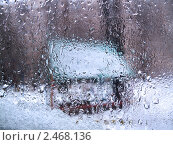 Купить «Стекло в воде и снегу», фото № 2468136, снято 9 апреля 2011 г. (c) Константин Сутягин / Фотобанк Лори