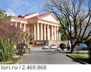Купить «Сочи, Зимний театр», фото № 2469868, снято 13 апреля 2011 г. (c) Анна Мартынова / Фотобанк Лори