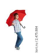 Купить «Мальчик с красным зонтом», фото № 2475884, снято 20 марта 2009 г. (c) Ольга Красавина / Фотобанк Лори