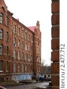 Купить «Морозовские казармы. Семейное общежитие. Вид на один из корпусов», эксклюзивное фото № 2477712, снято 14 апреля 2011 г. (c) Сайганов Александр / Фотобанк Лори