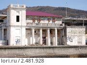 Купить «Хоста, старый морской вокзал», эксклюзивное фото № 2481928, снято 14 апреля 2011 г. (c) Анна Мартынова / Фотобанк Лори