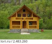 Деревянный дом среди леса. Стоковое фото, фотограф Ефимова Ольга / Фотобанк Лори