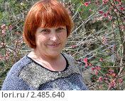 Купить «Портрет женщины у цветущего персика», эксклюзивное фото № 2485640, снято 19 апреля 2011 г. (c) Анна Мартынова / Фотобанк Лори