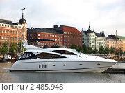Купить «Яхта на фоне набережной, Хельсинки», фото № 2485948, снято 30 июля 2009 г. (c) Vladimir Fedoroff / Фотобанк Лори