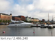 Купить «Яхты на фоне набережной, Хельсинки», фото № 2486240, снято 30 июля 2009 г. (c) Vladimir Fedoroff / Фотобанк Лори