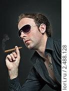 Купить «Портрет мужчины с сигарой», фото № 2488128, снято 3 апреля 2011 г. (c) Михаил Лавренов / Фотобанк Лори